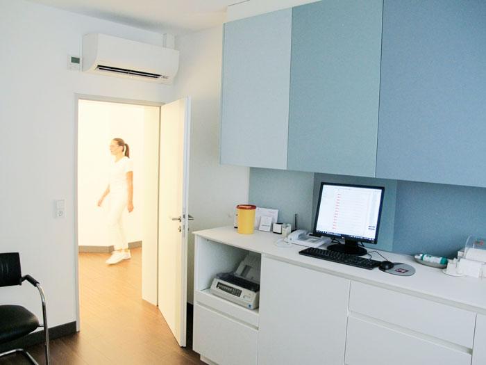 Die Ausstattung unserer neuen Praxisräume orientiert sich an den höchsten Anforderungen an eine Praxiseinrichtung.